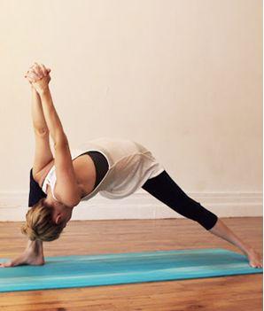 exercice du yoga essayez ces exercices de yoga apr s une longue journ e de travail pour une. Black Bedroom Furniture Sets. Home Design Ideas