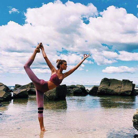 exercice du yoga inspirez vous pour explorer et essayer vos mouvements de yoga dans la nature. Black Bedroom Furniture Sets. Home Design Ideas