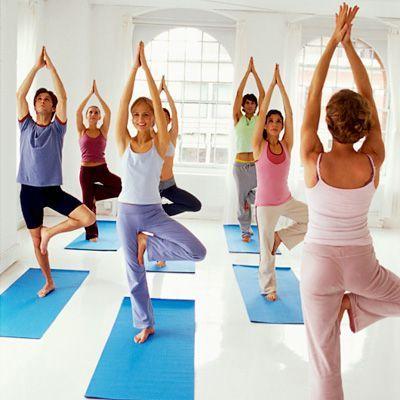 exercice du yoga 8 exercices de yoga pour tirer votre corps virtual fitness votre. Black Bedroom Furniture Sets. Home Design Ideas