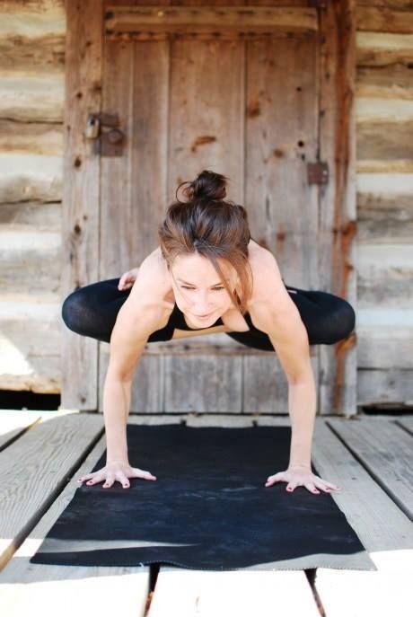 exercice du yoga 5 exercices de yoga quotidiens simples pour une bonne sant la meilleure. Black Bedroom Furniture Sets. Home Design Ideas