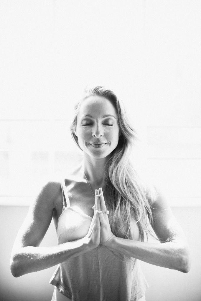 exercice du yoga m ditation kundalini comment faire et quels sont ses avantages virtual. Black Bedroom Furniture Sets. Home Design Ideas