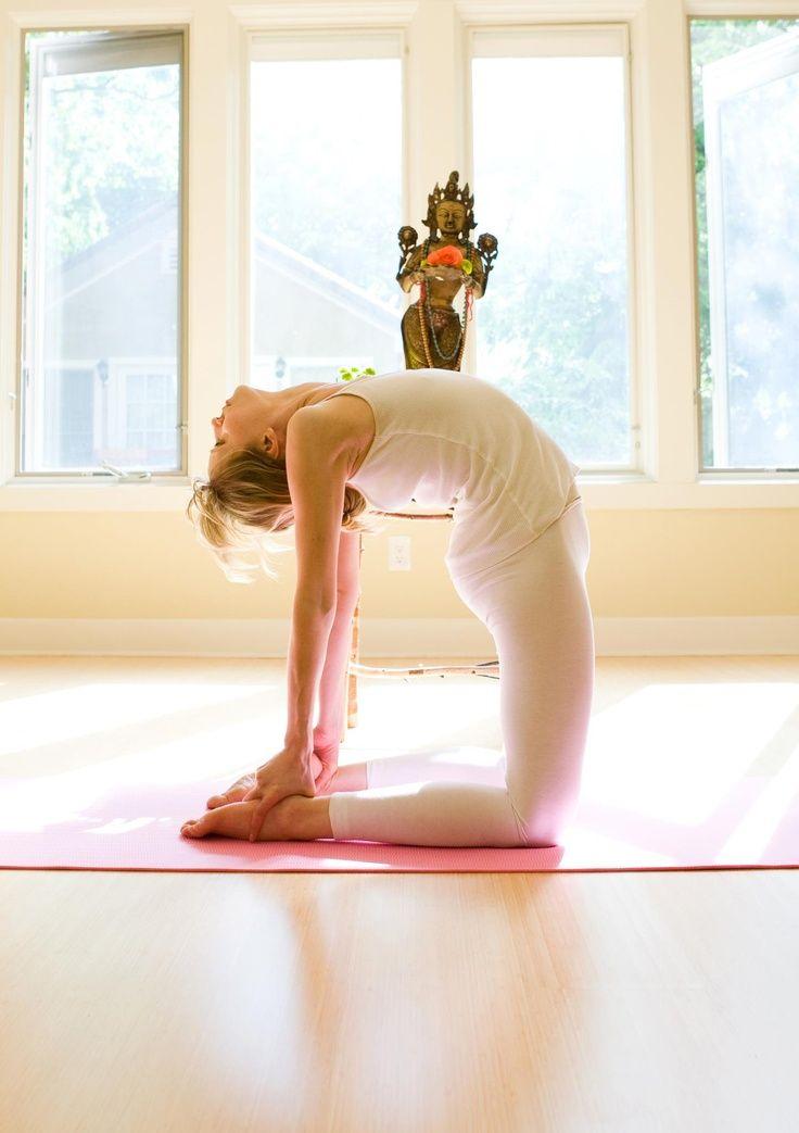 exercice du yoga ustrasana camel pose comment faire et quels sont ses avantages virtual. Black Bedroom Furniture Sets. Home Design Ideas
